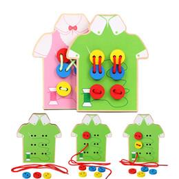2019 nähen knöpfe perlen Montessori Toys Pädagogisches Holzspielzeug für Kinder Frühes Lernen Perlen Schnürbrett Kleinkind Annähen Knöpfe Lehrmittel günstig nähen knöpfe perlen