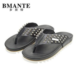 2019 женская обувь New Genuine Leather Men Sandals Slippers Fashion Beach Casual Sandals Dress Rivet Slippers Owen Shoes Outdoor High Streetwear дешево женская обувь
