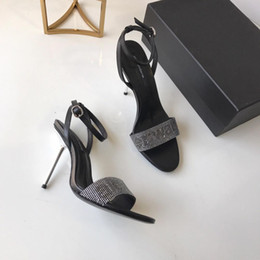 diamante sapatos sandália nova chegada Desconto 2019 new arrival Designer de luxo Mulheres De Metal stiletto diamante superior Banda Estreita De Salto Alto 9 cm sandálias Eu35-40
