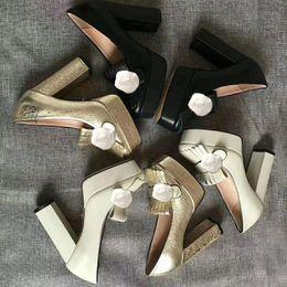 2019 vestir grandes agujeros Clásico de diseño de vaca tacones altos zapatos de la boda la barra atractiva de princesa Banquet zapatos de mujer de cuero hebilla de metal de lujo super alto talón 41