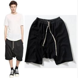 2019 Nuevos pantalones cortos negros kanye west chándal fresco 30-36 mono para hombre HIPHOP rock stage ropa urbana owens vestido harén desde fabricantes