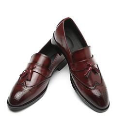 2019 zapatos de piel de serpiente Patrón de la borla de la piel de serpiente Zapatos de vestir Nuevo estilo Doug Zapatos de cuero casuales Club nocturno Zapatos de fiesta de Navidad H284 zapatos de piel de serpiente baratos