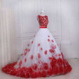 billige rote blumen für hochzeit Rabatt Rote und weiße Blumen Romantische Brautkleider Brautkleider Günstige Zweiteiler Sheer Neck Eine Linie Spitze Applique Neue Ankunft Hohlkreuz