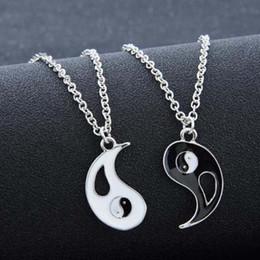 Colar dos amantes de yin yang on-line-2 PCS Melhores Amigos Colar de Jóias Yin Yang Tai Chi Pingente de Casais Emparelhados ColaresPingentes Amantes Unisex Presente dos Namorados