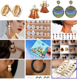 cadeaux en gros Promotion 19 styles Boucles d'oreilles à la mode pour les femmes couleur dorée boule ronde boucles d'oreilles géométriques pour le cadeau de mariage de fête en gros oreille bijoux