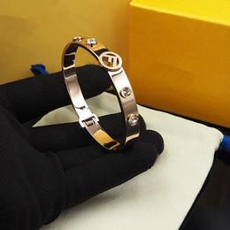 Argentina 3 colores joyería del diseñador pulseras de las mujeres circón pulsera de moda de acero inoxidable estilo F Accesorios de la pulsera 2019 supplier f accessories Suministro