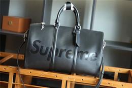 Bolsos grandes de la cartera del cuero online-De alta calidad Hombres Mujeres Viajes Duffle Bag Diseño de la Marca Bolsos de Equipaje Gran Capacidad Bolsa de Deporte real de Cuero Embrague Satchel Totes Bolsa