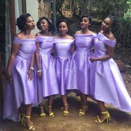 bd3abd561de Günstige Kurze Lila Lavendel Brautjungfer Kleider 2019 Schulterfrei High  Low Satin Für Hochzeiten Gast Kleid Formale Plus Size Trauzeugin Kleider