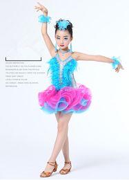 vestidos de plumas para las niñas Rebajas 1 set / lot Niños Vestido de baile latino profesional para niñas Vestidos de competencia de baile de salón Vestido de plumas de lentejuelas