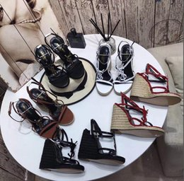 modelos diretos de fábrica Desconto (Com caixa) nova moda de salto alto sandálias de alta qualidade clássico modelos de venda quente vestido de sapatos 35-41 vendas direto da fábrica tamanho 34-41 + caixa
