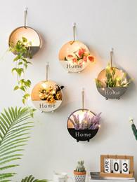 Diseño de jarrón hecho a mano online-Nuevo diseño creativo decoración casera blanco negro hecho a mano florero de metal decoración de la pared moderna sala de estar artesanal proveedores