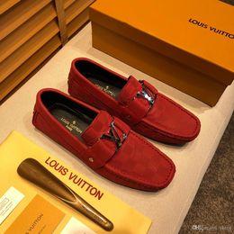 Vestido vermelho brilhante on-line-Mix 24 modelos designer de luxo marca black glitter spikes studded fundo vermelho mocassins sapatos homens flats festa de casamento senhores vestido oxford