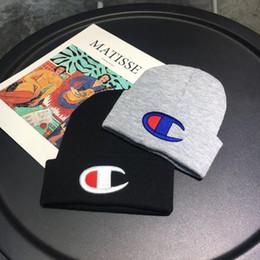 2019 chapéu de esqui de moda Mens Campeão Impresso Beanie Hat Caps Moda Inverno Crânio Cap Gorros de malha quentes Bonnets Unisex Chapéu de crochê ao ar livre Cap Ski B9305 chapéu de esqui de moda barato