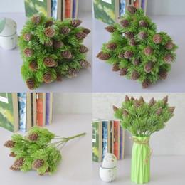 2019 ornamenti di cono di pino Simulazione realistica verde pino pigna cipresso rami tavolo ornamento di plastica fiore artificiale decorazione della casa di alta qualità 3 5ms hh sconti ornamenti di cono di pino