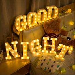 2019 base all'ingrosso di cristallo chiara 26 lettere numero 0-9 lampade a luce calda LED Night Light Marquee segno alfabeto lampada per la festa di compleanno di compleanno camera da letto appeso decorazione
