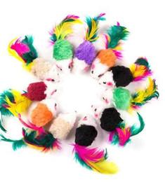 brinquedo colorido do gato do rato Desconto 10 Pcs brinquedos Falso Rato Pet Cat Mini Engraçado Jogando Brinquedos Para Gatos com Plumas Coloridas De Pelúcia Mini Brinquedos Do Rato