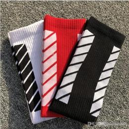 tarjetas pares Rebajas Nueva llegada rayas de alta calidad rayas de Europa, Japón y Corea del Sur monopatín marea tarjeta de calcetines blancos. Calcetines de deportes 5 pares / 10 pcs