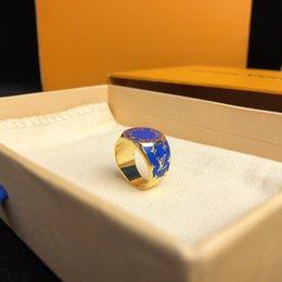 Letras de anillos de oro online-El último diseño azul brillante que se desvaneció anillos letras suena de lujo 18k Joyas de oro Anillos de moda de enviar cajas