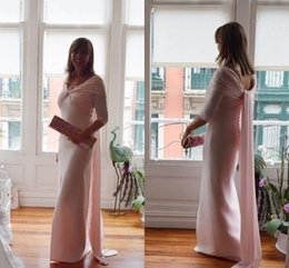 Vestido de noite on-line-New Pink Mother Of The Bride Dresses Off Shoulder Front Split Draped Floor Length Women Formal Evening Prom Gowns Mother Wedding Guest Dress