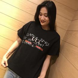 Novas camisas pretas para mulheres on-line-19SS New Popular Juventude Moda Womens Designer T Camisas Carta de Impressão Preto e Branco das Mulheres Designer de Roupas de Grife Ocasional Camisa