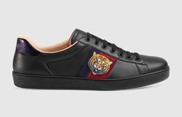 the latest 49cf7 77cb6 2019 neue Ankunft Mode Männer Frauen Freizeitschuhe Italien Designer Sneakers  Schuhe Top Qualität Echtes Leder Bee Gestickter Schwarzer günstig ...