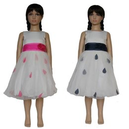 Organza pétala vestido de noiva on-line-Sem mangas De Cetim de tule de organza cós plissado com rosetas 3D sash flor menina de aniversário vestido de baile de casamento com pétalas 291188