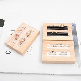 Bandejas de jóias de madeira on-line-Nova Moda Bandeja de Exibição Anel de Madeira Maciça Pequeno PU Bandeja Criativa Titular de Exibição de Jóias