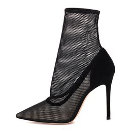 Stivali neri della caviglia estiva online-scarpe di design 2019 nuovi stivali moda inverno calze a rete tacchi alti stivali tacco a spillo scarpe da donna stivali estivi