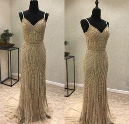 2019 vestido bling coral Vestidos de noche de espagueti de cristal dorado Mangas con cuello en V sexy Una línea de vestidos de baile Bling Bling Girls Pageant Vestidos de fiesta vestido bling coral baratos