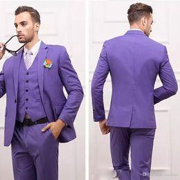 2019 legame viola sottile Personalizza Slim Fit Smoking Groomsmen Purple Back Split Satin Wedding Best Man Suit Tute da uomo (Jacket + Pants + Vest + Tie) legame viola sottile economici