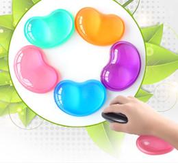 mesa feminina sexy Desconto Suporte de pulso transparente em forma de coração Anti-derrapante mouse pad de silicone Suporte de pulso de cristal almofada de pulso almofada de mão fria