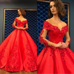 Longues robes de soirée lourdes en Ligne-Robe De Bal Rouge Robe De Soirée 2020 Longues Élégantes Femmes Robe Quinceanera Lourd Perlé Cristal Profond À Manches Longues Doux 16 Robes