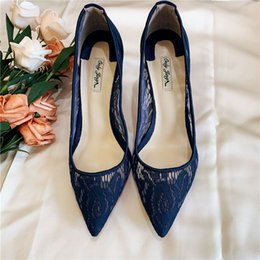 Повседневная дизайнерская сексуальная женская мода туфли на высоком каблуке темно-синего кружева с острым носом на высоком каблуке на высоких каблуках, свадебные туфли на каблуках supplier navy blue heels for wedding от Поставщики темно-синий каблук для свадьбы