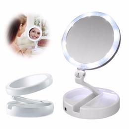 2019 interruttore a mano Specchietto retrovisore portatile pieghevole a LED da 10x con specchio per trucco a mano. Specchietto da trucco girevole da 270 gradi con pulsante interruttore interruttore a mano economici