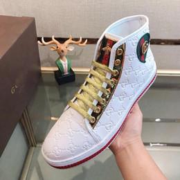Nuove scarpe casual degli uomini coreani online-Scarpe da uomo alte nuove scarpe marea scarpe casual da uomo ricamo coreano gioventù selvaggia tavola alta