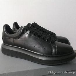 Estilos de zapatos casuales de los hombres online-La nueva plataforma de las mujeres de lujo diseñador zapatilla de deporte blanca de cuero genuino entrenadores Comfort Pretty Girl estilo al por mayor de los calzados informales de los hombres de los zapatos de las mujeres