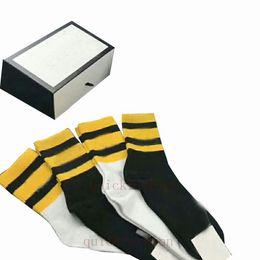 Medias de cabeza online-De lujo de animal Cabeza de Embroideried Hombres Calcetines Moda transpirable deportivos de lujo de los hombres de los calcetines calcetines deportivos para unisex Medias atléticos con la caja