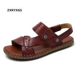 Zapatos planos usados online-2019 Nuevo Verano Hombre Sandalias Suave Confort Zapatos de cuero genuino Zapatos casuales de doble uso Hombres Sandalias Zapatillas Planas antideslizantes
