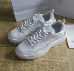 Argentina Los zapatos de diseñador de lujo de cuero de la venta caliente 2018, la tienda de deportes de renombre y los zapatos de los hombres de ocio zapatos de mujer. Suministro