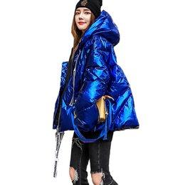 Brillanti cappotti invernali online-Le donne Vestiti di inverno rivestimento superficiale brillante Giacca trapuntata cotone spesso casuale Plus Size Parka una linea Outwear Warm