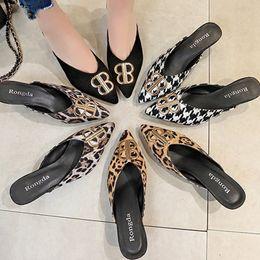 Medias zapatillas online-Mujeres Baotou Media Zapatillas de tacón de aguja Metallic Leopard Grain Sandalias del dedo del pie puntiagudo Moda Verano Zapatillas Al Aire Libre RRA994