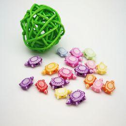 Material de cuentas diy directo de fábrica accesorios de joyería de estilo de dibujos animados Cuentas de lavado en forma de tortuga Cuentas de plástico coloreadas desde fabricantes