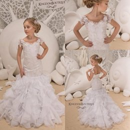 f15fc46c2c94 2019 abiti corti bianchi Little White Lovely manica corta sirena Girl  Pageant Gowns 2019 Sheer Neck
