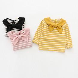 2019 cravatta di arco della bambina Ragazze Bow Tie Stripe T-shirt Autunno 2019 bambini boutique di abbigliamento 1-5T bambine maniche lunghe in cotone Tops Tutto-Fiammifero sconti cravatta di arco della bambina