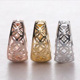 Hebilla de oreja de oro online-Ventas calientes de moda chicas Madam Earrings Gold plateado Hollow Four leaf Petal Earrings Ear buckle 2 color selection