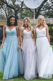 Tul hecho a la medida pliegues vestidos de dama de honor largos espaguetis con cuello en V fajas de diamantes de imitación una línea de vestido de invitados de la fiesta formal vestidos africanos desde fabricantes