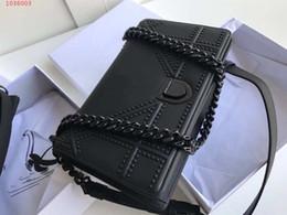 Bolsos cuadrados negros online-Nueva moda pequeña bolsa cuadrada cadena super fuerte solo hombro colgado negro nueva etiqueta rayada bolso de hombro femenino