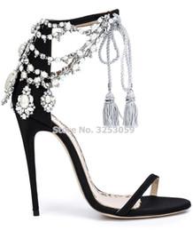 venta al por mayor Señoras Chic Drapear Sandalias de perlas Bling Bling Cristal con cuentas Flores Zapatos de boda Cordones con flecos Bombas de tacón alto delgado desde fabricantes