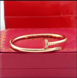 2019 pulseiras de punho jóias traje 2019 clássico jóias designers de moda ouro rosa de aço inoxidável parafuso de pulseira pulseira de homens e mulheres presente de amor