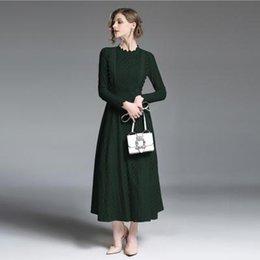 2019 diseños para vestidos de cuello de pie. diseño de primavera de las mujeres de encaje de color sólido cuello alto de manga larga vestido de gran swing de encaje de cintura alta Tinta verde de gama alta Vestido de encaje nuevo diseños para vestidos de cuello de pie. baratos